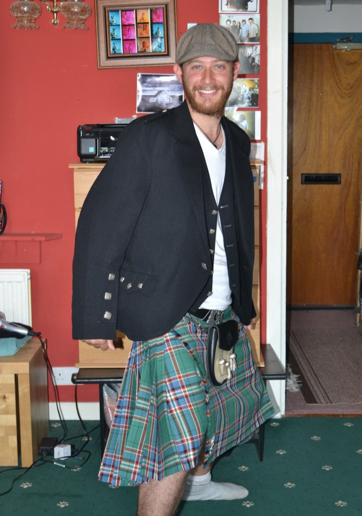 A todas las vuelvo locas con mi pollera escocesa...