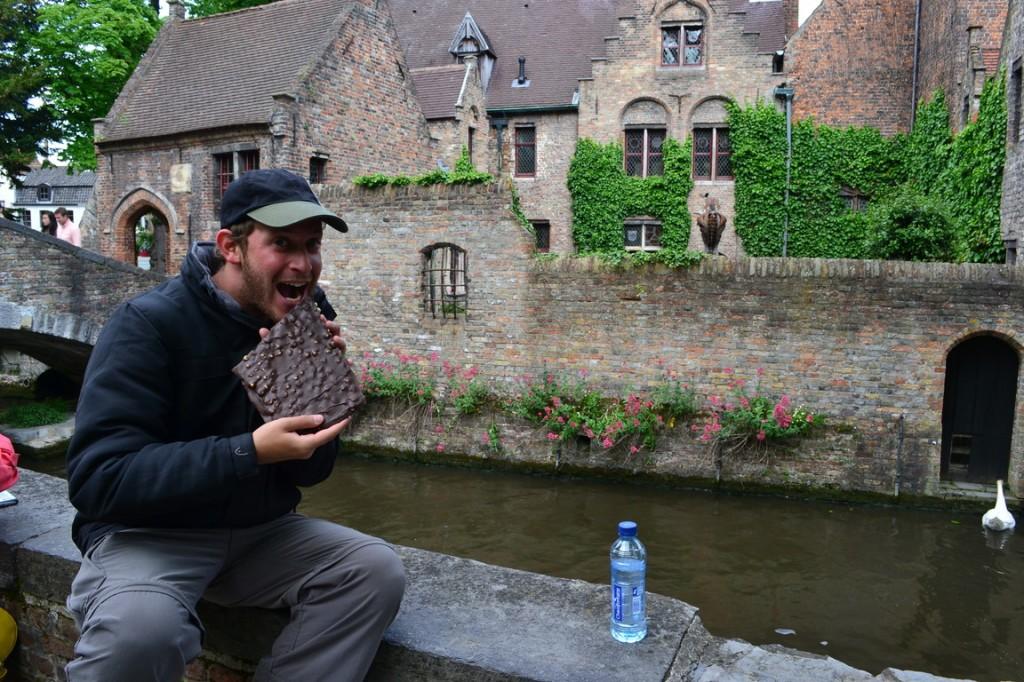 Disfrutando de una buena tableta del reconocido chocolate belga