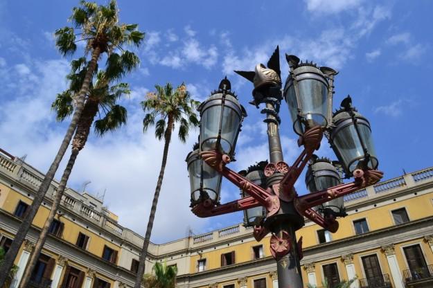 Farolas de Gaudi en la Plaza Real
