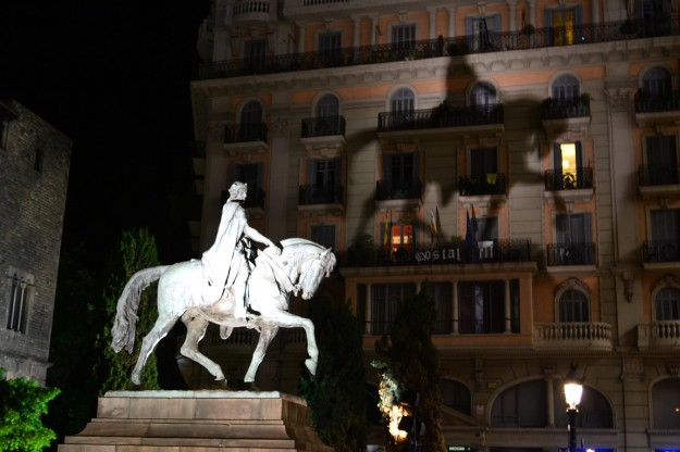 Proyección de la estatua de un conde catalán