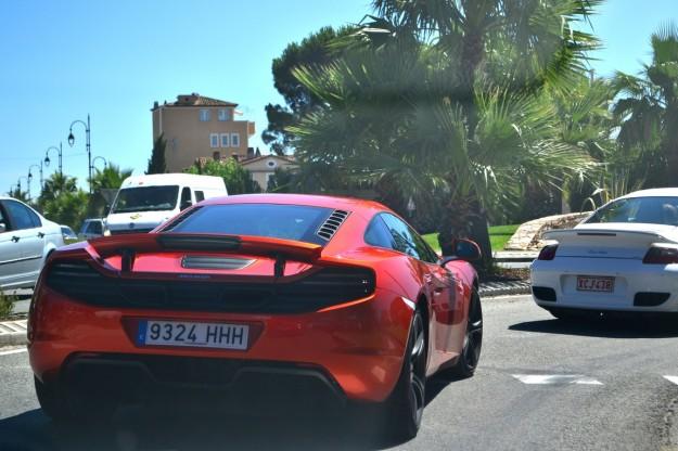 Un MacLaren por las calles de Saint-Tropez