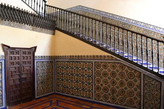 Salones con decoraciones típicamente andaluzas. Sevilla.