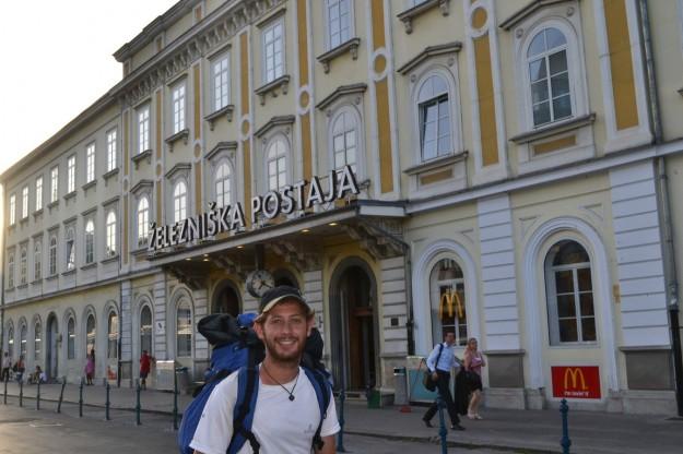 "Estación de Ljubljana. ¿Cómo la pronunciamos? ""yeleznishka postaia""!!"