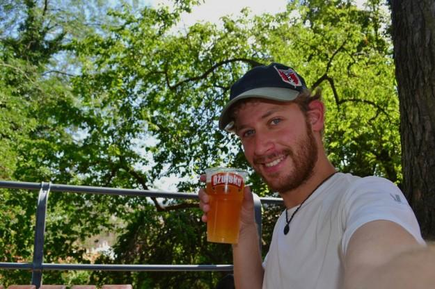 Como siempre, disfrutando de las cervezas locales: Ojusko, Croacia
