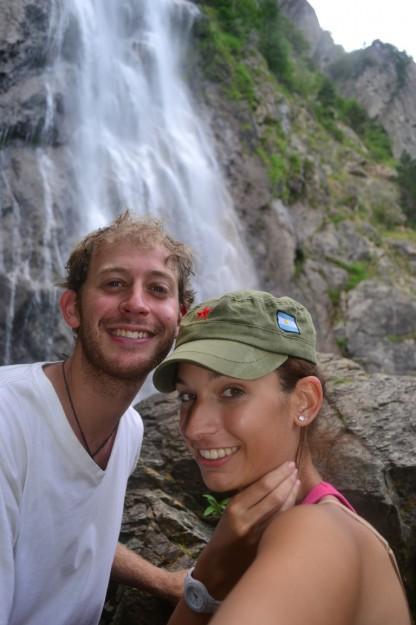 Cascada en la ruta sur de Suiza