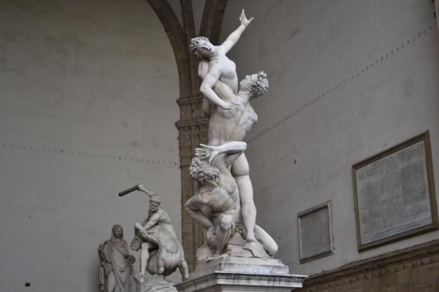 """""""Rapto de las Sabinas"""" de Giambologna, Loggia dei Lanzi - Florencia"""
