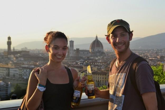 """Disfrutando de unas refrescantes """"Coronitas"""" con Jani en Florencia"""