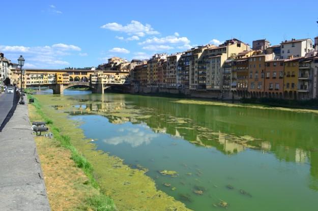 Río Arno a su paso por Florencia