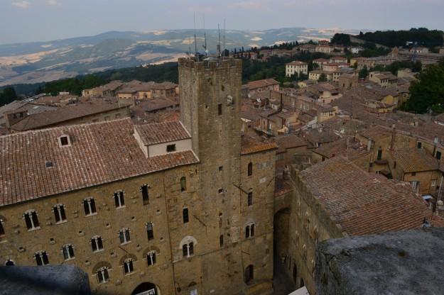 Panorama de Volterra, con la plaza donde se filmó la saga Crepúsculo