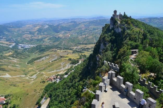 La República de San Marino, coronando el Monte Titano
