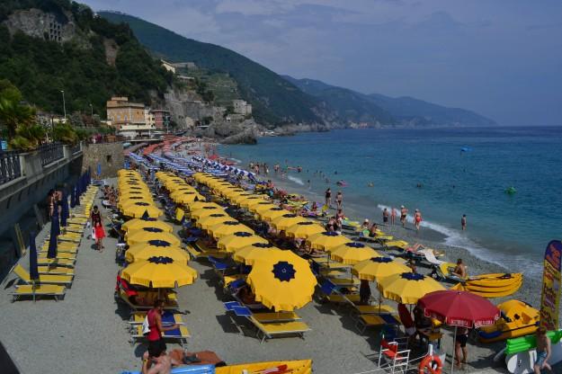 Monterosso, el último pueblito de Cinque Terre, más estilo Resort