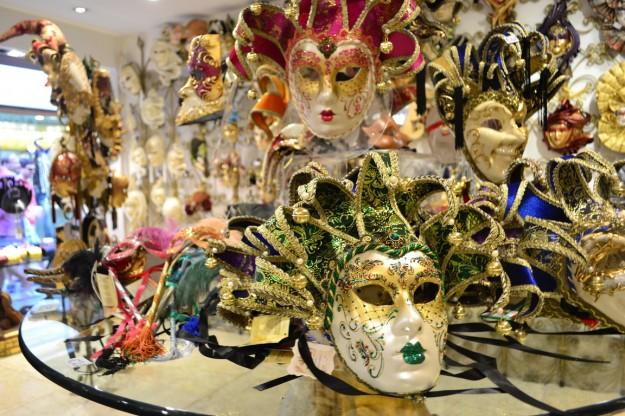 Venecia, famosa por su carnaval de máscaras coloridas