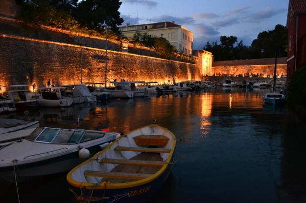 Murallas de Zadar de noche