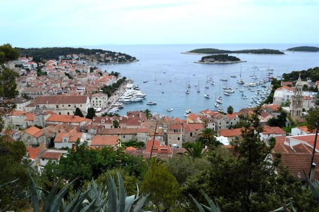 Vista del pueblo de Hvar desde la fortaleza