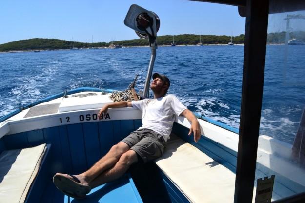 Volviendo de Jerolim en taxi-bote, disfrutando del solcito