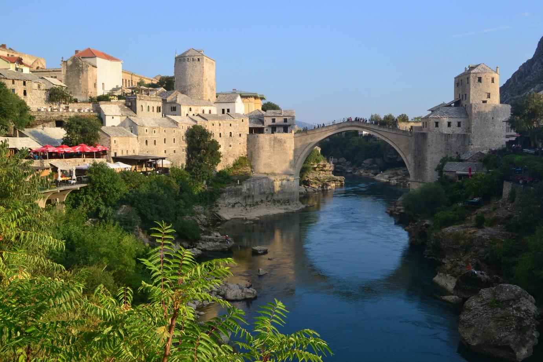 El hermoso puente otomano de Mostar, reconstruido tras su destrucción