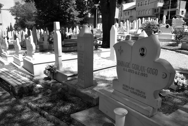 Tumbas en la ciudad bosnia de Mostar. Todas de los mismos años. Muy fuerte.