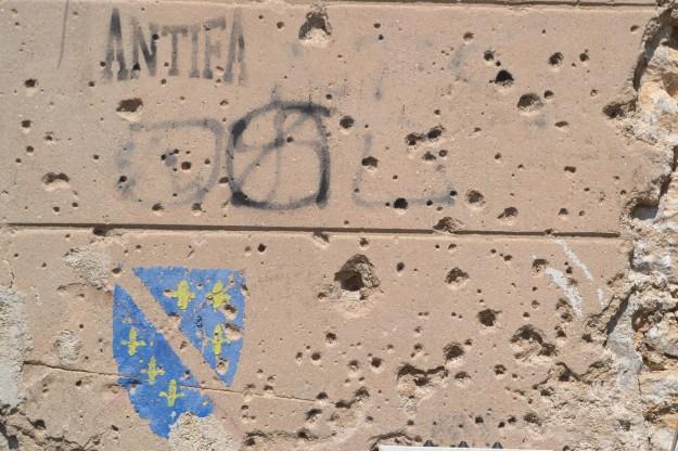 Daños en las fachadas de los edificios de Mostar