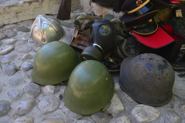 Recuerdos de la guerra en venta. Mostar, Herzegovina