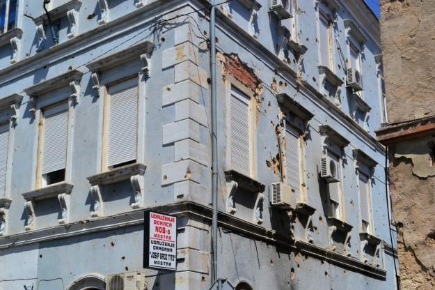 Secuelas en los edificios por la guerra en Bosnia