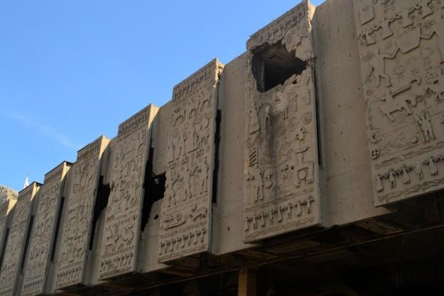 Los centros culturales e históricos también sufrieron por las bombas de mortero