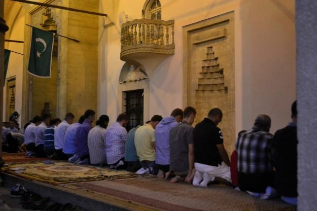 Musulmanes rezando en Ramadán. Sarajevo