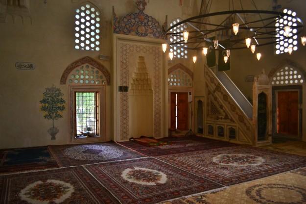 Detalles del interior de la mezquita Karadjozbey, Mostar