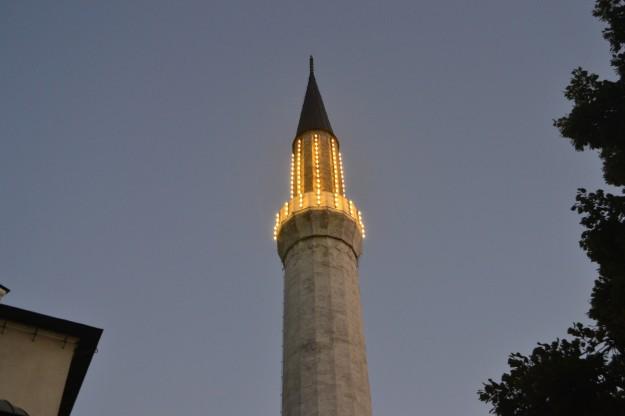Las luces se encienden en los minaretes tras cada día de ramadán