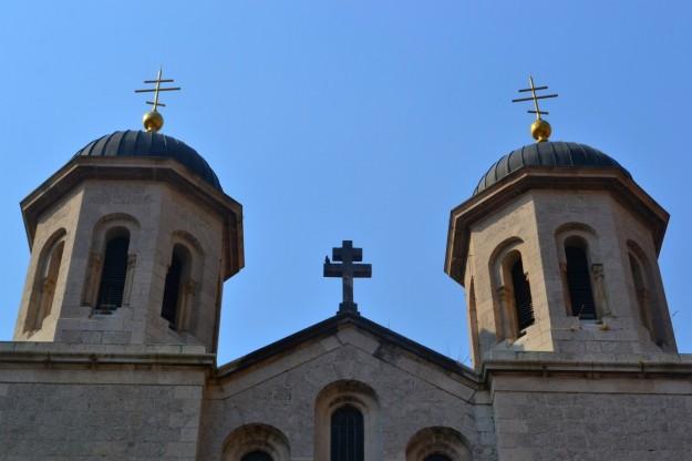 Iglesia Ortodoxa en Kotor. Observen el estilo distinto de las cruces