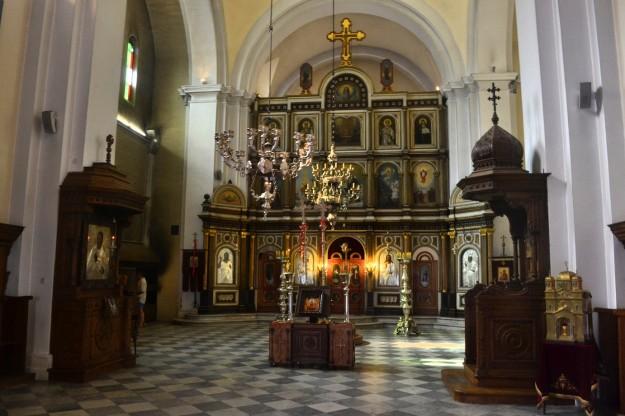 Una iglesia ortodoxa por dentro. El ambiente es muy distinto a las católicas