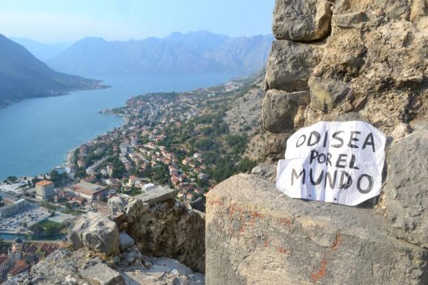 Odisea por el Mundo, en lo alto de la Bahía de Kotor, Montenegro