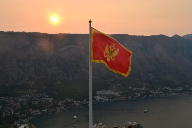 La bandera de la república más jóven de Europa, flameando en Kotor