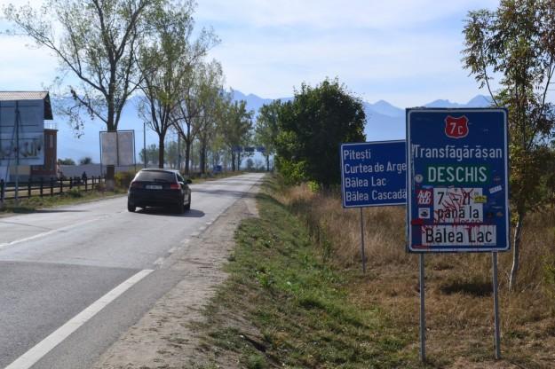Cartel que marca el comienzo de la ruta más loca del mundo, la Transfagarasan