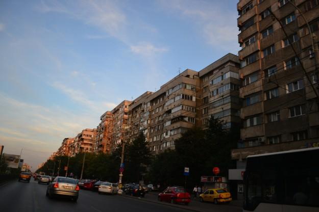 Típicas edificaciones repetitivas de la época comunista en Bucarest