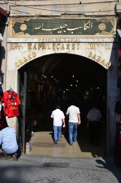 Una de las puertas de ingreso al Grand Bazaar, o Kapali Carsi