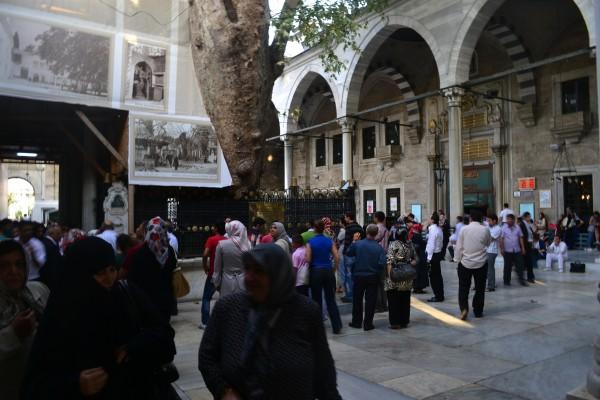 La sagrada Mezquita de Eyup, fuera de las murallas de Estambul