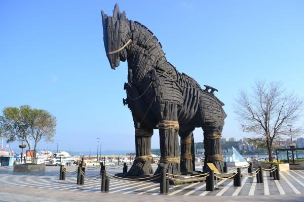 """Caballo de madera de la pelicula """"Troya"""", en la ciudad turca de Canakkale"""