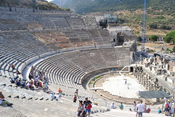 El enorme teatro de Efeso, el más grande de la antigüedad