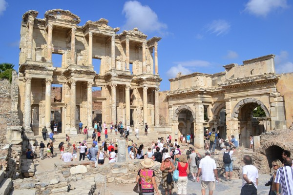 La Biblioteca de Celso junto a las Puertas de Augusto
