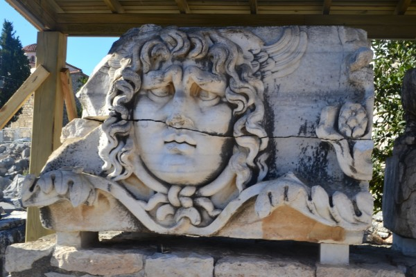 "Las ""Cabezas de Medusa"" que adornaban el Templo de Apolo"