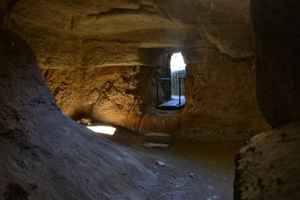 Cuevas bajo el Mausoleo, donde había otros sepulcros de reyes