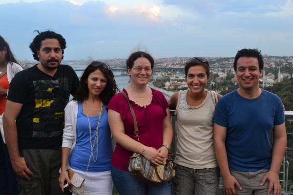 Yilmaz y su grupo de amigos en el mirador de Pierre Loti, Estambul