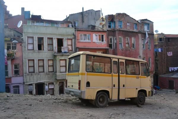 Encontré esta vista en un barrio de las afueras de Estambul. Creo que ejemplifica muy bien lo dicho por Deniz