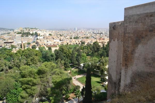 Vista de SanliUrfa desde la colina del antiguo castillo en ruinas
