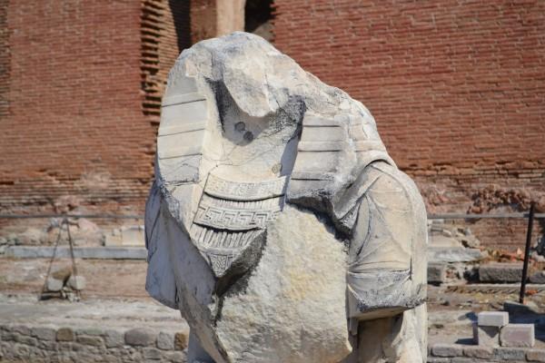 La Iglesia de Pergamon, o Basilica Roja, fue originalmente un templo egipcio y aún se conservan algunos restos