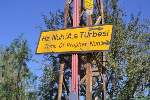 Cartel indicando la tumba del Profeta Noé