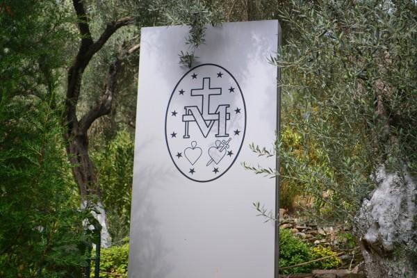 La insignia de la Virgen María, en Maryemana
