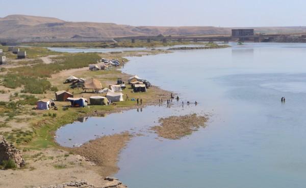 Río Tigris, a su paso por Cizre