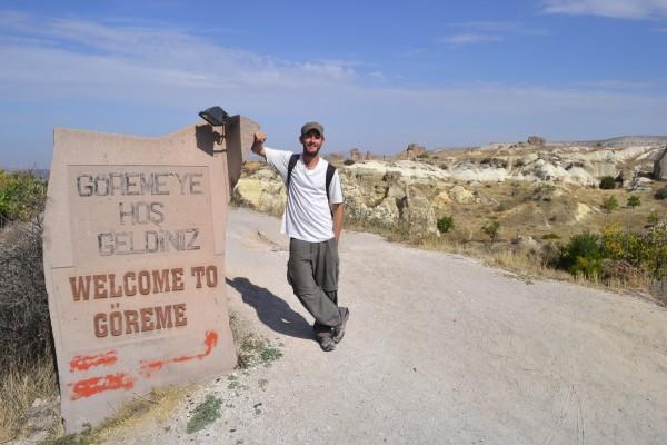 Cartel en las entradas de Göreme, el pueblo central de la región de Cappadocia