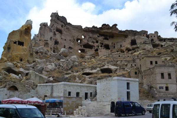 Increíble complejo de viviendas en Cavusin, el norte de Göreme